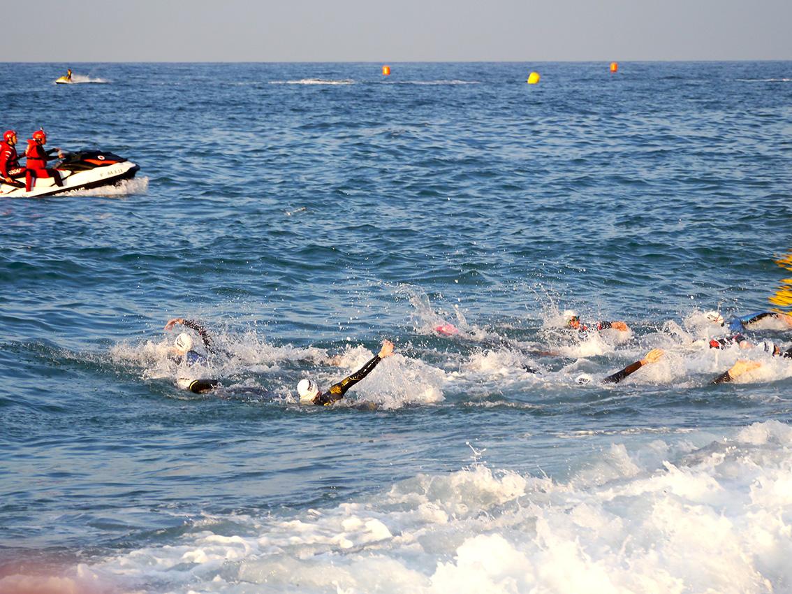 IRONMAN 70.3 Barcelona – Schwimmstart Der PRO-Damen