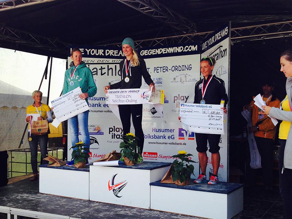 """St. Peter Ording – Triathlon """"Gegen Den Wind"""" – Siegerehrung (Platz 2)"""