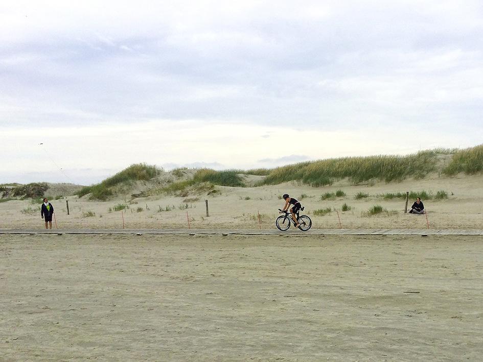 """St. Peter Ording – Triathlon """"Gegen Den Wind"""" – Einfahren In Die Zweite Wechselzone"""